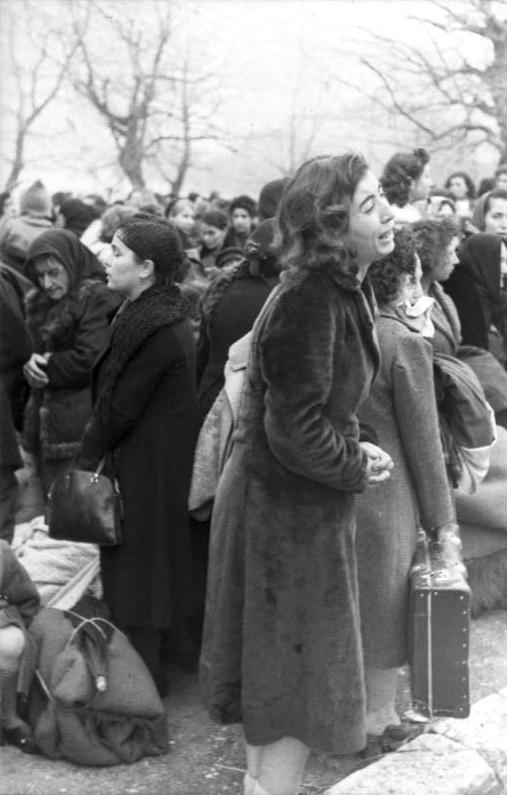 Bundesarchiv_Bild_101I-179-1575-08,_Ioannina,_Deportation_von_Juden