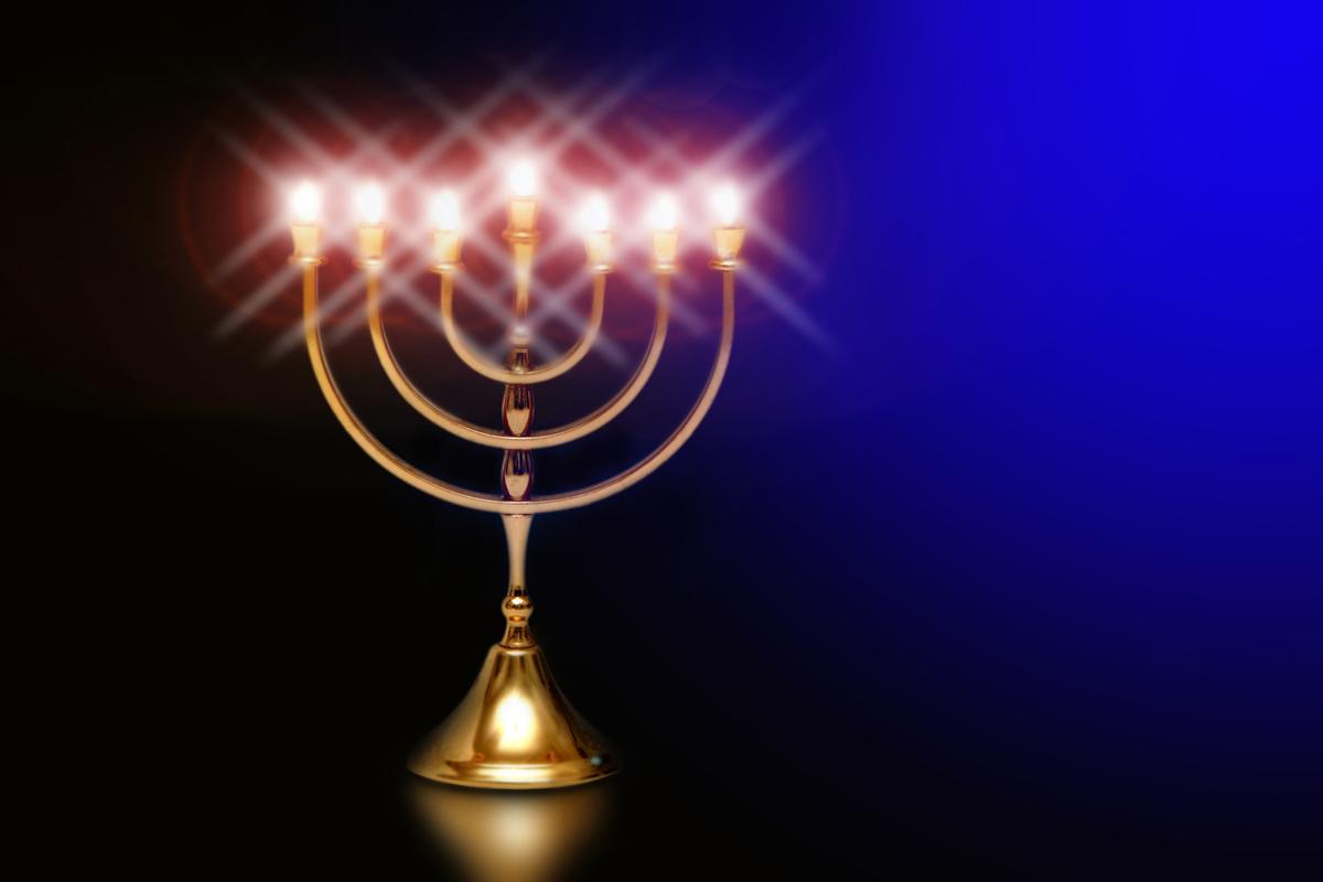 how do you light the menorah breaking matzo